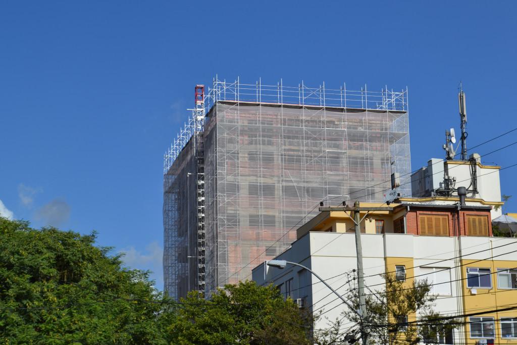 Envelopamento com andaime fachadeiro - Porto Alegre/RS